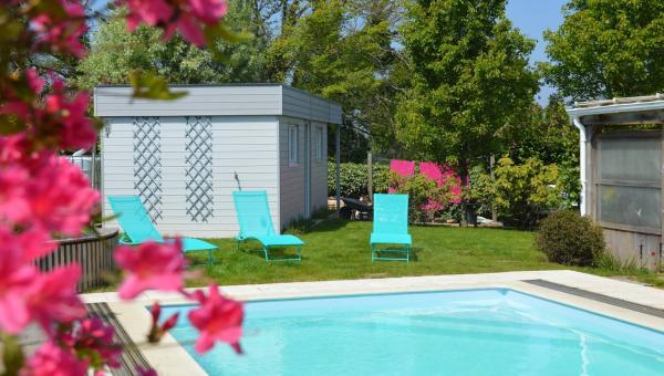 La piscine chauffée en libre accès pour un séjour à Lesneven