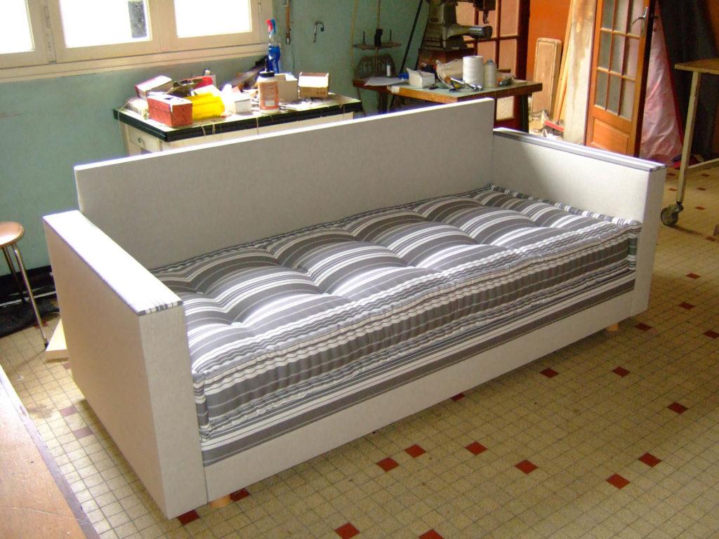image d'un canapé lit de fabrication française par l'entreprise literie toullec
