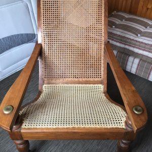Réfection en cannage de l'assise d'un  fauteuil