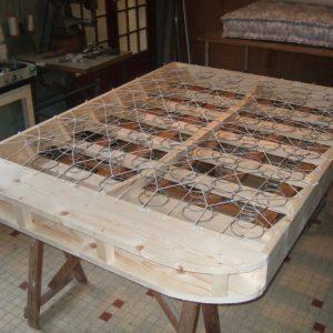 étape de fabrication artisanale et 100% française d'un sommier à ressorts